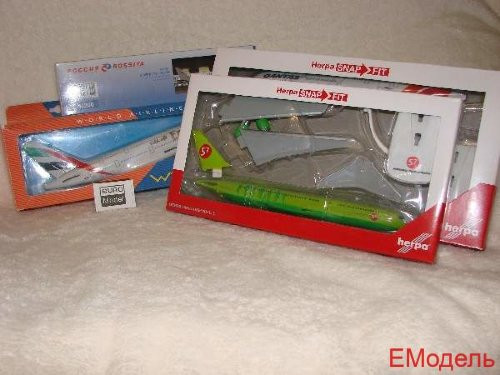 611152 Самолет Emirates Airbus A380 Paris St. Germain 1:250