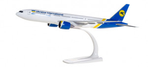 Самолет Ukraine International Airlines Boeing 777-200 1:200